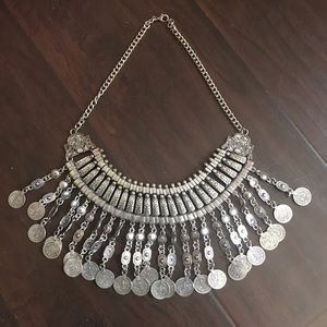 Jewelry - Beautiful Necklace piece 🥇